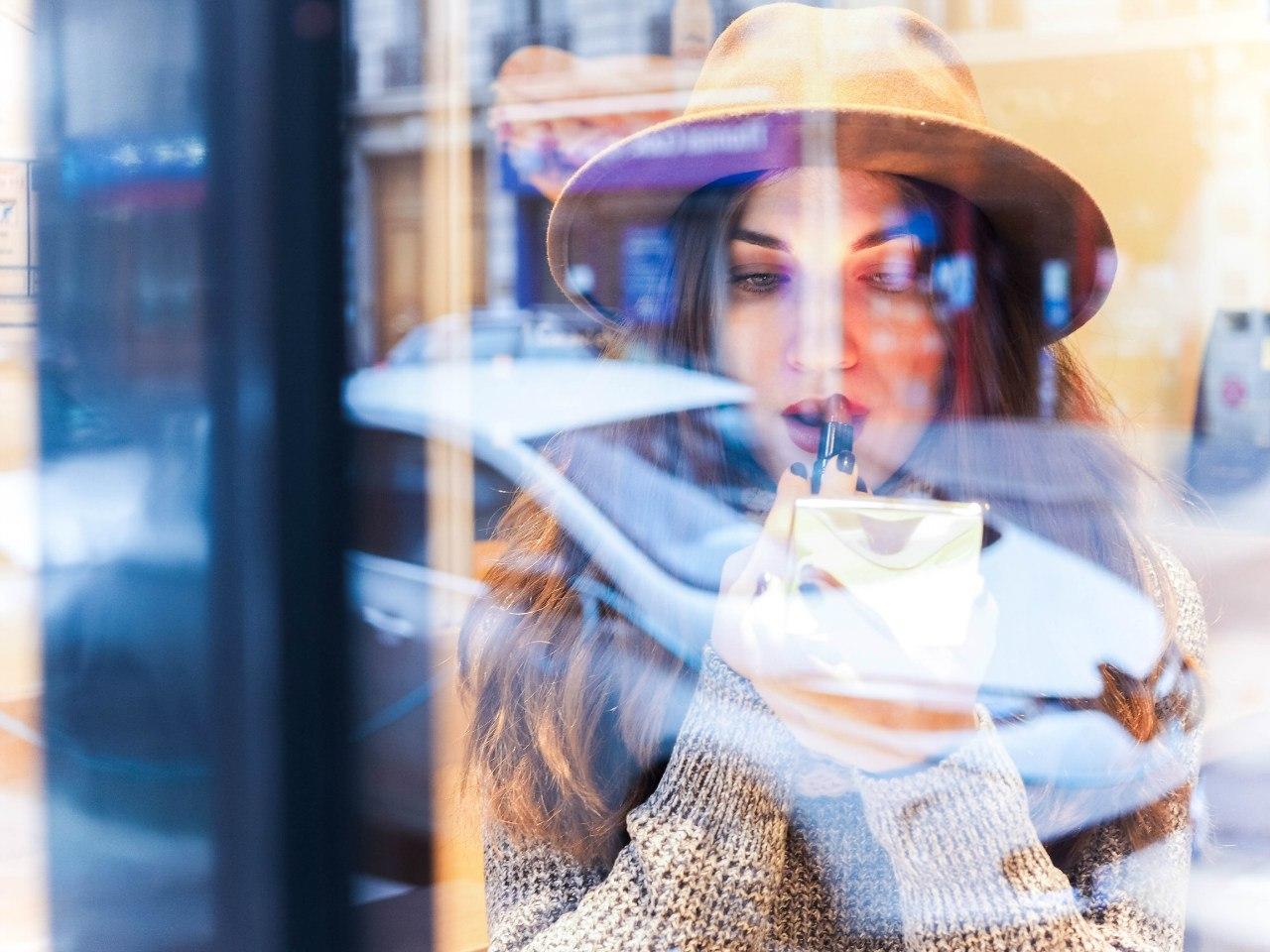 фотография через стекло кафе