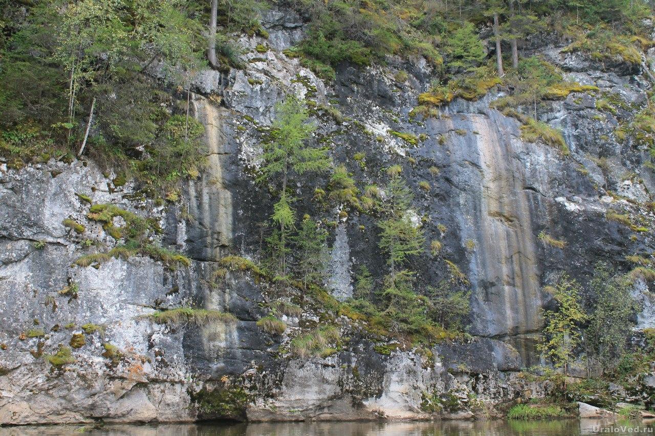Скала Водопадная на Серге