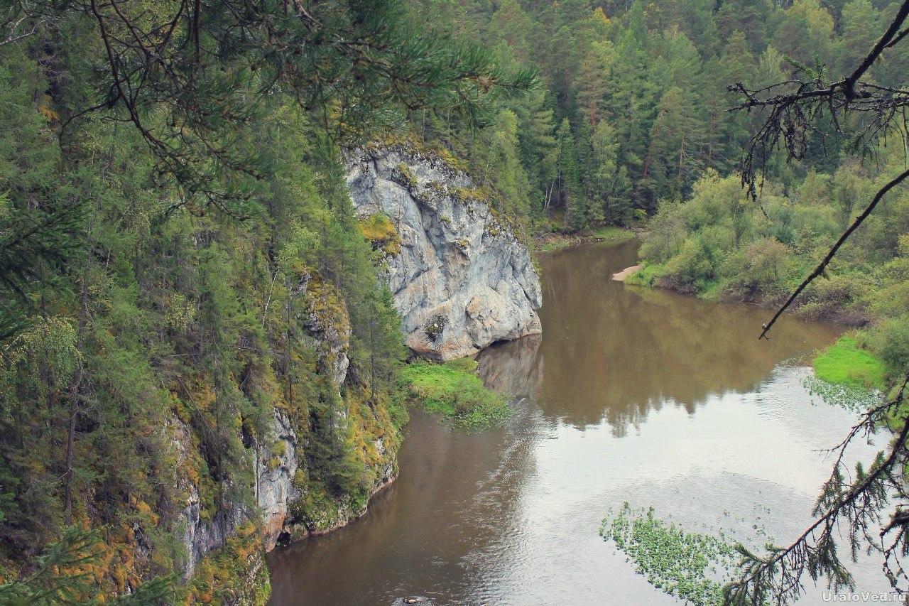 Скалы на реке Серге