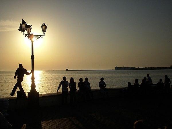 Севастополь. Вечер на набережной.