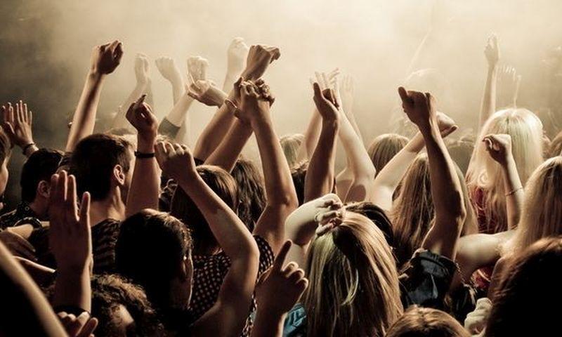 «Водка пей — земля валяйся», или как веселится молодежь в ночных клубах России