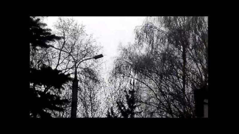 16 апреля 2014. Горловка. Горловка сепаратист с флагом сам упал, начальник милиции его не скидывал