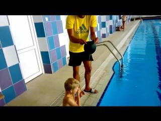 Как правильно одеть шапочку для плавания на ребенка [Юмор]