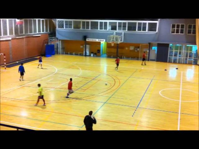 3x2 y 2x1 con repliegue futbol sala ejercicio entrenamiento .mp4