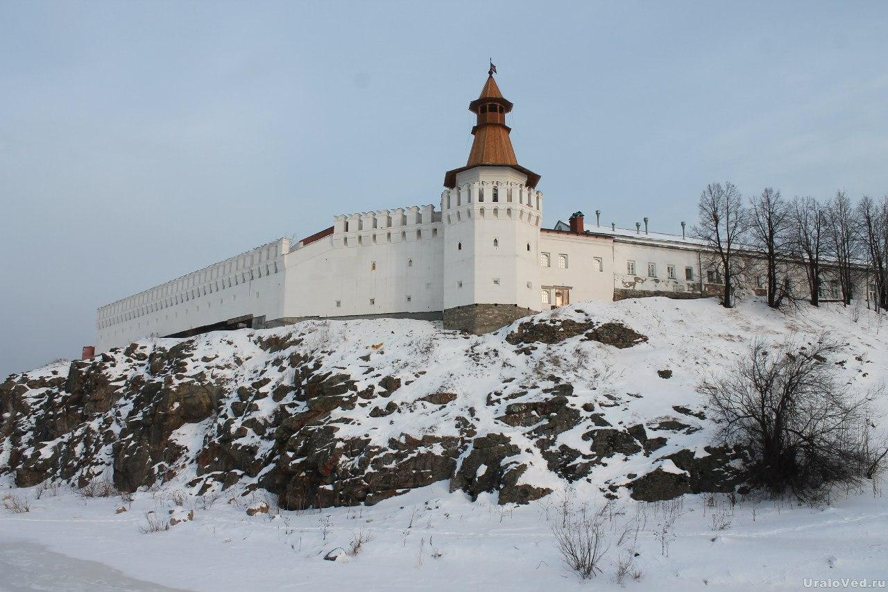 Заново отстроенный Верхотурский кремль