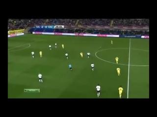 Вильярреал выходит из-под прессинга в матче с Валенсией