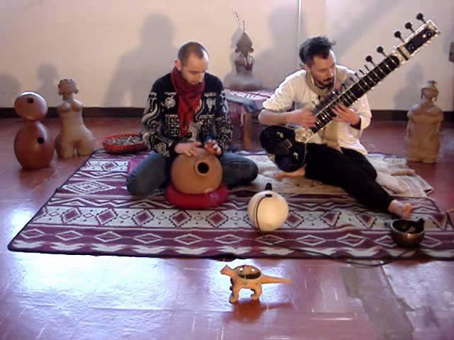 Rodrigo Aros : SITAR . Marcelo Montero : UDU .TARANA, Ravi Shankar.