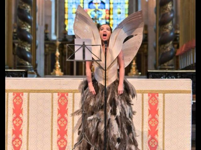 Björk - Gloomy Sunday - @ St Paul's Cathedral, Memorial Of Lee Alexander McQueen, (09-20-2010)