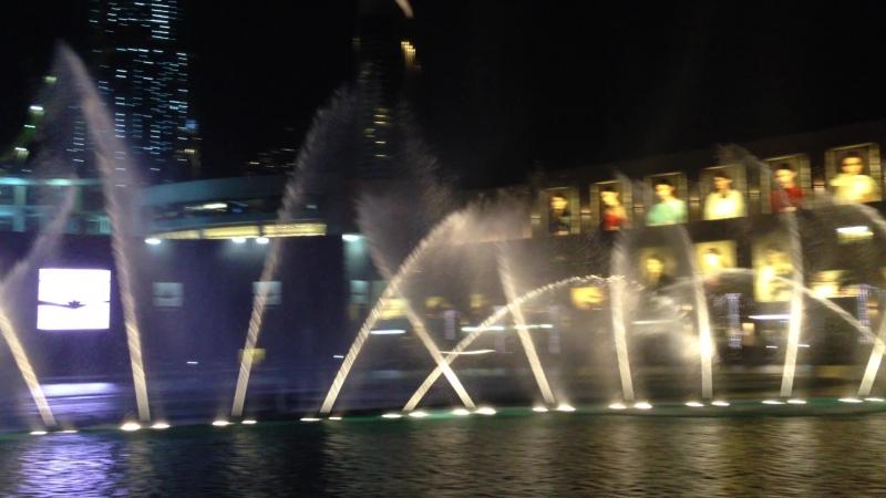 Dubai Mall.(ОАЭ) Поющие фонтаны.