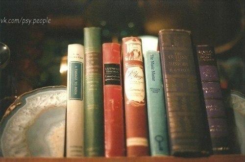 """10 книг, которые нужно читать, когда тебе плохо 1. Джейн Остин """"Гордость и предубеждение"""" 2. Рэй Брэдбери """"Вино из одуванчиков"""" 3. Эльчин Сафарли """"Мне тебя обещали"""" 4. Анна Гавальда """"35 кило надежды"""" 5. Джоан Харрис """"Шоколад"""" 6. Джером К. Джером """"Трое в лодке, не считая собаки"""" 7. Маргарет Митчелл """"Унесенные ветром"""" 8. Фэнни Флэгг """"Жареные зеленые помидоры в кафе """"Полустанок"""" 9. Ричард Матесон """"Куда…"""
