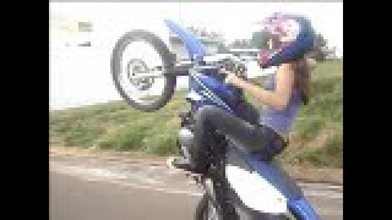 Người đẹp biểu diễn môtô cực đỉnh, Không kém gì boy biker
