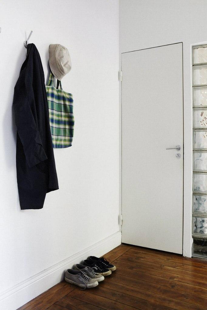 Квартира-студия 36 м с открытой кирпичной стеной.