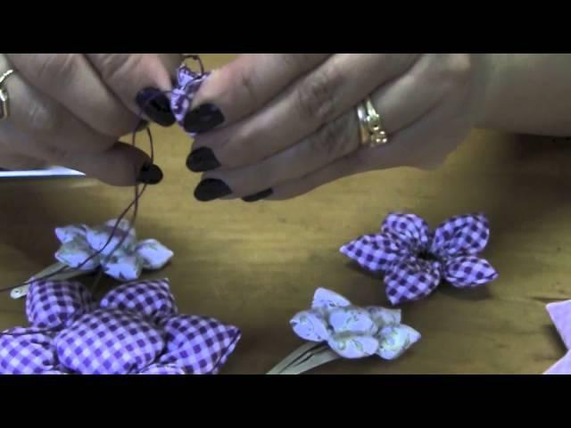 Flor de fuxico com enchimento - HOW TO MAKE ROLLED RIBBON ROSES- fabric flowers
