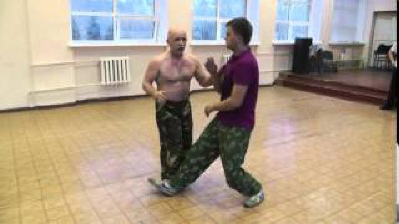 Отработка рефлекторных принципов защиты от ударов ногами