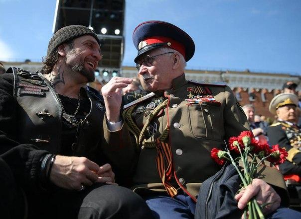 В Омске заряд праздничного салюта упал в толпу: пострадали пять человек - Цензор.НЕТ 3313