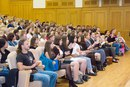 Под аплодисменты присутствующих началось вручение студенческих билетов