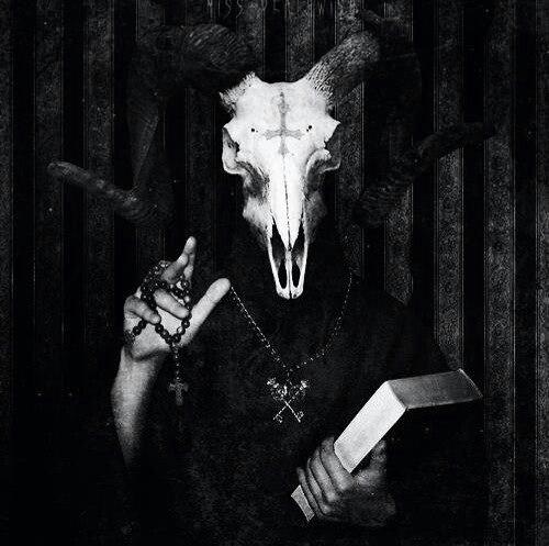 гадалка - культ Сатаны. Сатана. Дьявол. Люцифер ( фото, видео, демотиваторы, картинки) - Страница 3 EMrcLf7HREQ