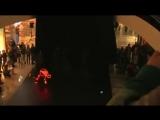 Случай в торговом центре. Невероятный танец с неоновой подсветкой. Супер
