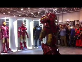 AVP present - Romics 2015 Hulkbuster part 2