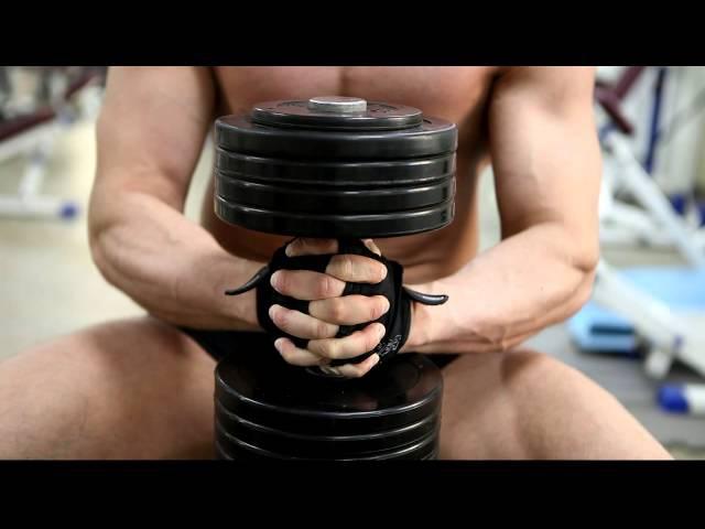 Жим одной гантели для внутренней части грудных мышц Упражнение для внутренней части груди
