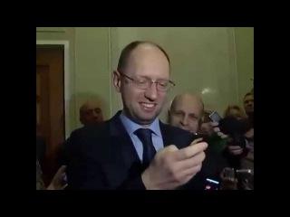 Яценюк докладывает Порошенко об успехах АТО.