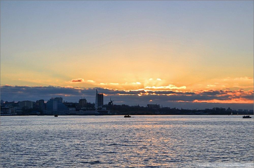 Севастополь в лучах заката. Фото: Виктория Ступина