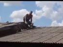 MANIACO DO TELHADO ,Ladrão quebra telhado, só prejuízo kkkkkkk