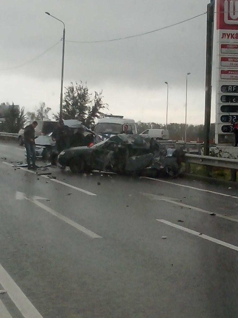 Сегодня на трассе «Ростов-Таганрог» военный «КамАЗ» раздавил три легковушки, есть погибшие. ВИДЕО
