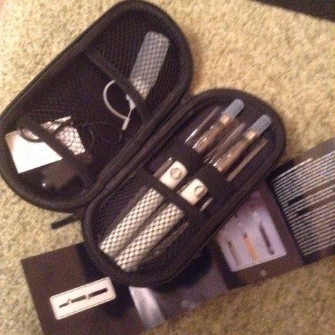 Лот № 47. Комплект из двух электронных сигарет. Начальная цена - 1300