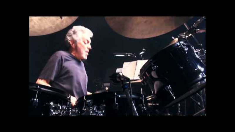 Steve Gadd drum solo - Take you to the sky high (2006)