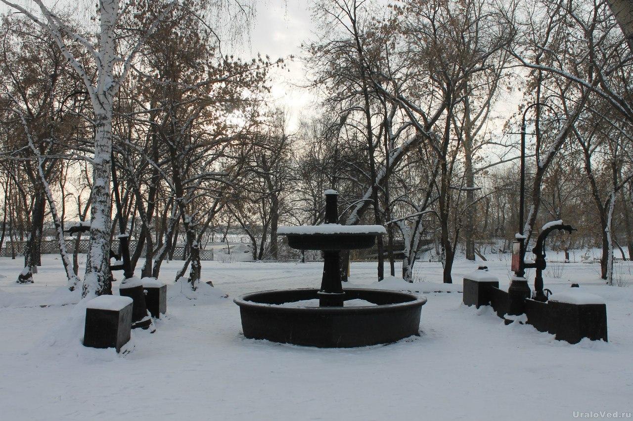 Чугунный фонтан около Белого дома