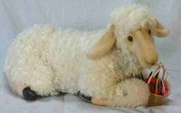 Овца лежащая (54 см), Hansa (Ханса)