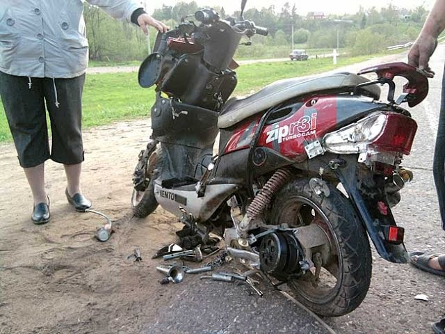 Подборка Падений на Скутерах-Мото Accident on a scooter NEW 2014 №2