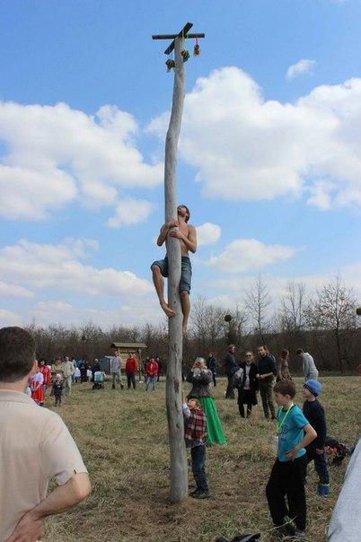 Охота за призами: заберись на столб