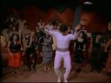 Митхун танцует под Gangnam Style (Опа Гангам стайл)
