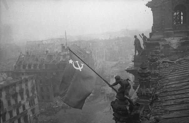Знамя победы над Рейхстагом, 1945 год.