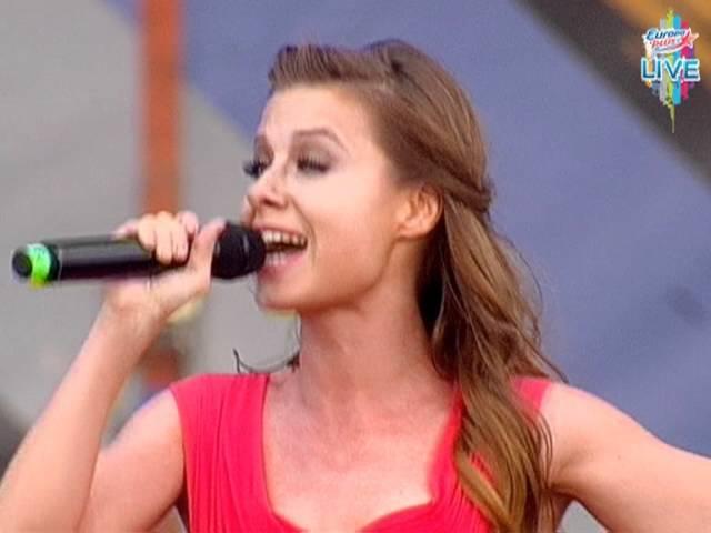 Юлия Савичева «Скажи мне, что такое любовь», «Москва - Владивосток» | Europa Plus Live 2011