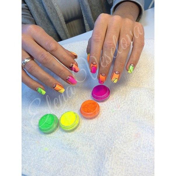 Омбре пигментами на ногтях фото