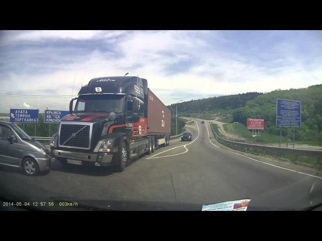 ДТП тягач Volvo со зверскими тормозами Crash Volvo Truck with amazing brakes