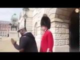 knockout - Black Guy provokes wrong guard at Buckingham Palace