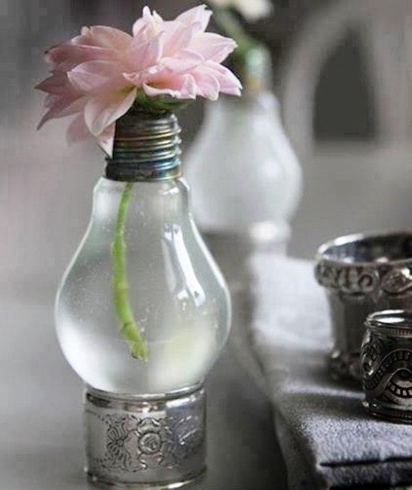Делаем вазу - сувенир из старой лампочки