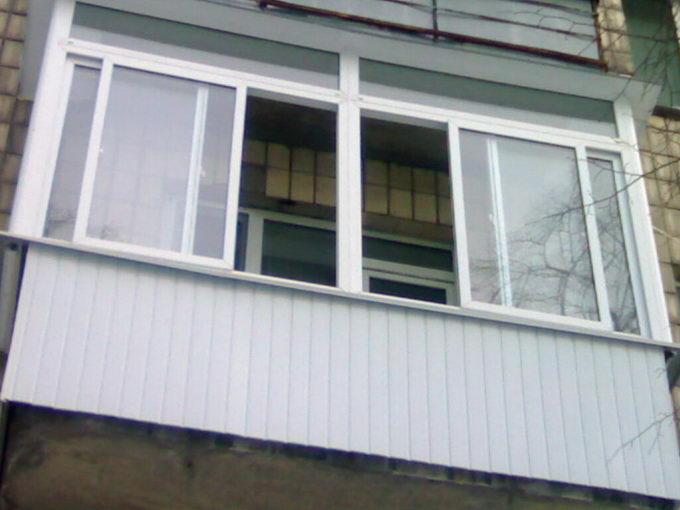 В Таганроге беременная женщина оказалась запертой на балконе