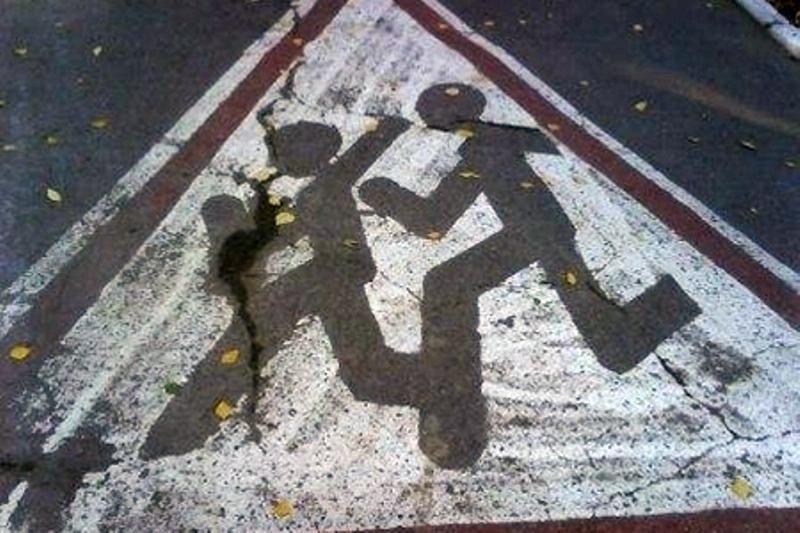 В Таганроге Hyundai Accent сбил двух 13-летних девочек, перебегавших дорогу вне перехода