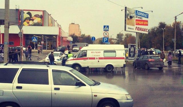 На выходных в Таганроге напротив гипермаркета «Магнит» на ул.Сызранова произошло ДТП с участием четырех автомобилей