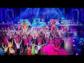 Celebrities & Pro-Dancers Group Dance to 'Young Hearts Run Free' - Strictly Come Dancing - BBC One