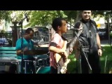 Кто дал ему в руки бас-гитару Парень красавец!