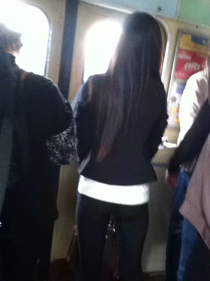фото девушек в метро сзади