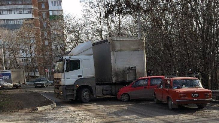В Таганроге в районе рощи «Дубки» произошло массовое ДТП