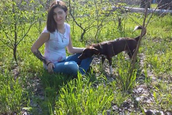 Хозяйка пса и Микс на отдыхе незадолго до инцидента