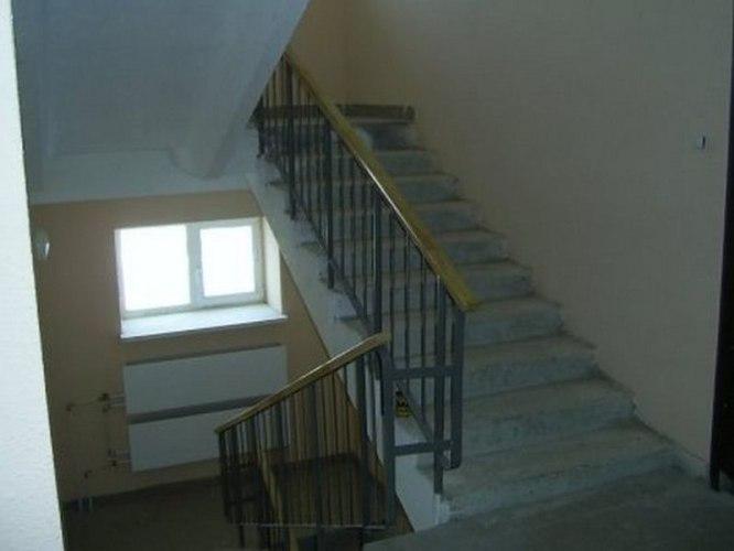 Пьяный таганрожец споткнулся на лестнице и упал на двухлетнего ребенка